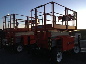 Neil scissor lift photo